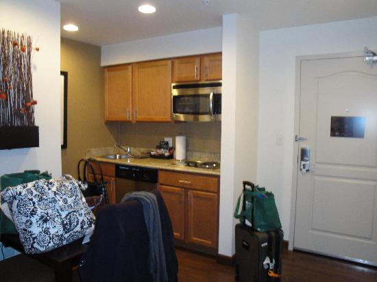 Homewood Suites St. Louis - Galleria: Kitchen