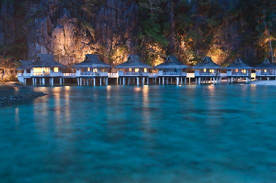 El Nido Resorts Miniloc Island: Water cottages, dusk