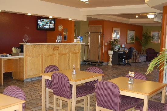 Travelodge Ukiah Lobby