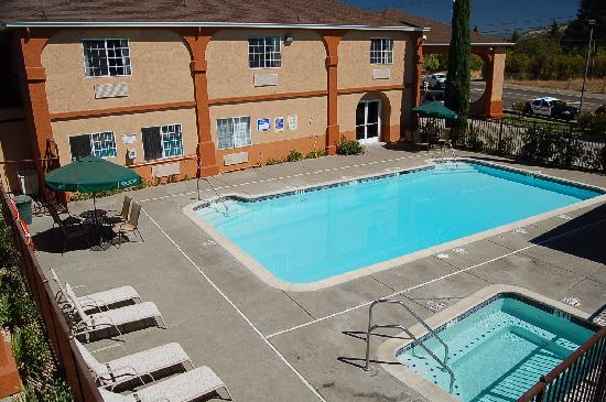 Travelodge Ukiah Pool