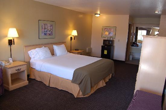 Travelodge Ukiah King Room