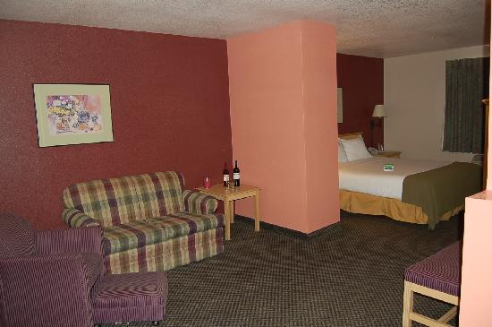 Travelodge Ukiah suite