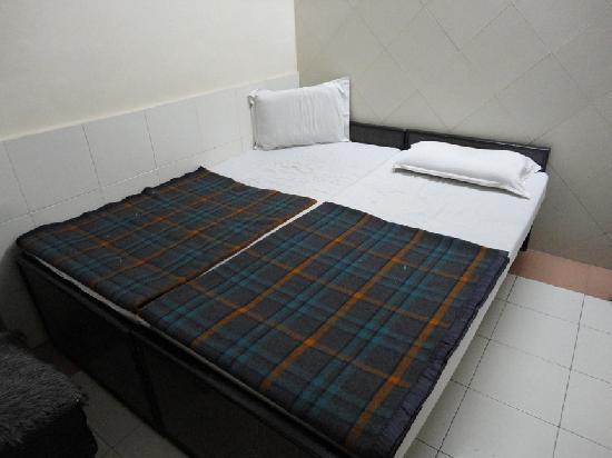 Hotel Sheela_Bed