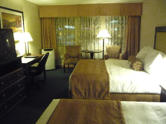 Best Western Plus Emerald Isle Hotel: Comfy Bed