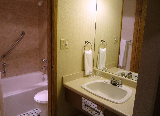 Best Western Plus Emerald Isle Hotel: Super Clean!
