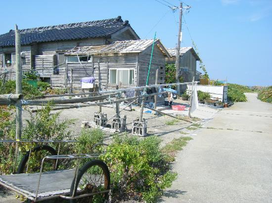 Hegura Island: テクてくテク...