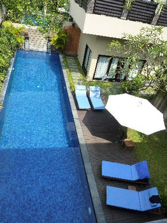 Alam Warna: Swimming pool to die for