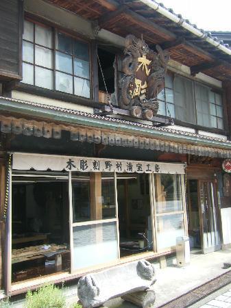 Inami: 井波彫刻ここにアリ!
