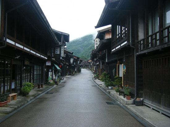 Shiojiri, Japan: 雨の奈良井宿