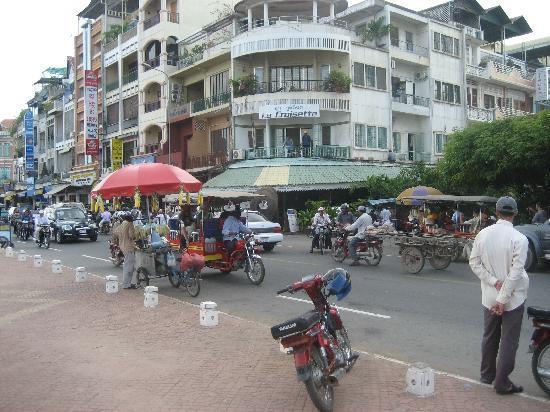 Paragon Hotel: die Strasse am Hotel
