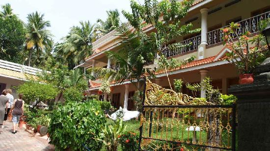 Karthika Plaza Resort: Front of the hotel
