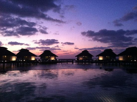 Ellaidhoo Maldives by Cinnamon: Sunset at Ellaidhoo