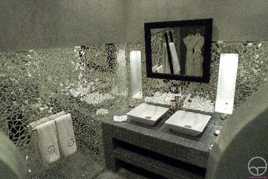 Riad Origines: salle de bains Miraya