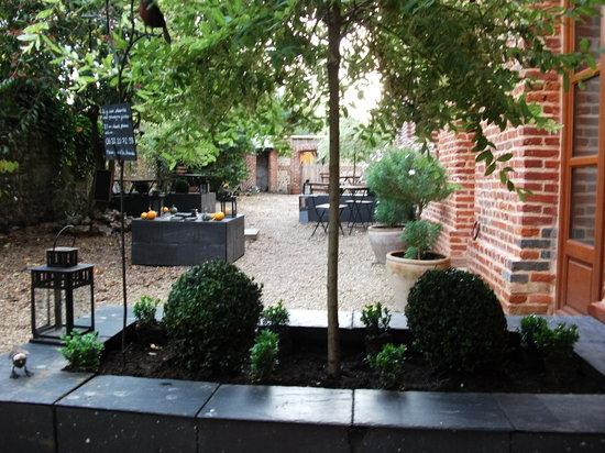 Le Fond de la Cour : Courtyard