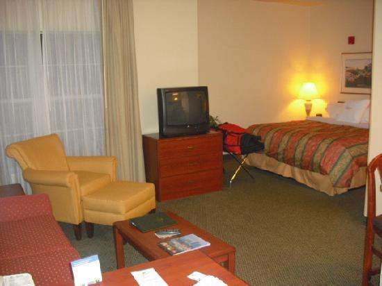 Homewood Suites by Hilton Columbus / Dublin: Overall of room