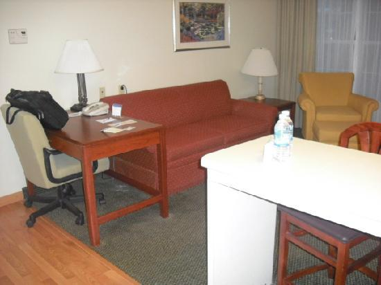 Homewood Suites by Hilton Columbus / Dublin: Work area/couch and chair