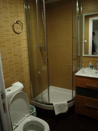 Hostal Eixample: Baño de la habitación