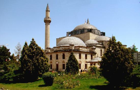 Außerhalb des alten Stadtkerns von Konya liegt das Mevlana Kloster
