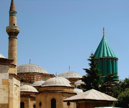 Konya, Turquía: Die zylindrische Kuppel des Heiligtums