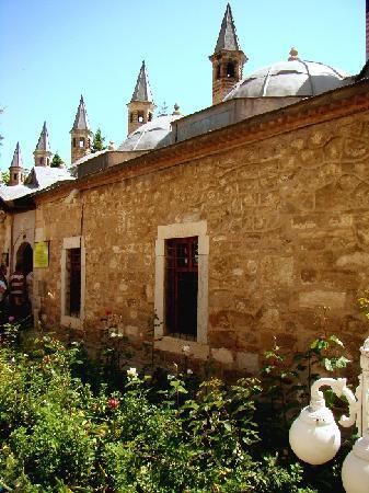 Μουσείο Μεβλανά: Die Räume des Klosters mit Zellentrakt