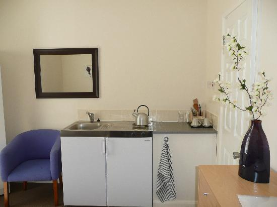 The Balmoral Guesthouse: Kitchenette