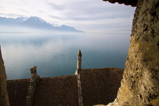 Hotel Metropol: Château de Chillon view on French Alps