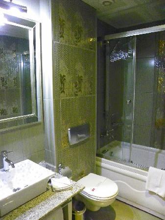 Hotel Amira Istanbul: LUXURIOUS BATHROOM