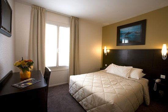 Hotel les Hauts de Passy: chambre double rénovée en 2009