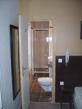 Hotel les Hauts de Passy: salle de douche rénovée en 2009