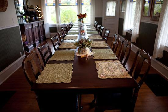 1910 Historic Enterprise House Bed & Breakfast: Our Large Dinning Room