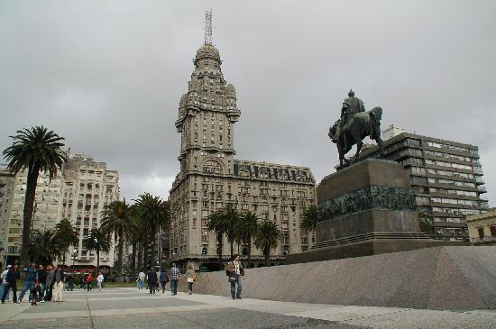 Montevideo, Uruguay: Palacio Salvo