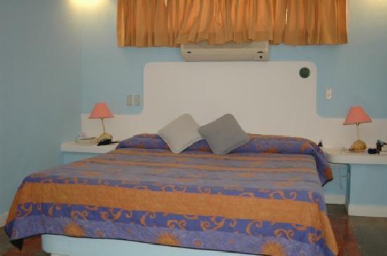 Hotel La Puerta del Sol: Zimmer