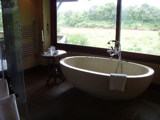 Lion Sands - Tinga Lodge: Badezimmer