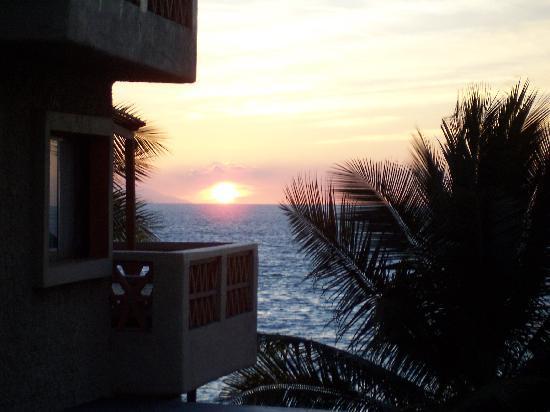 Canto Del Sol Plaza Vallarta: sunset from balcony of room 394