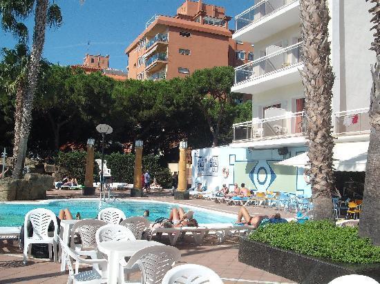 Reymar Hotel: pool area