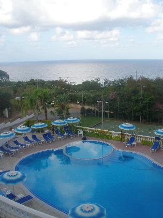 Hotel Villaggio Pineta Petto Bianco: piscina