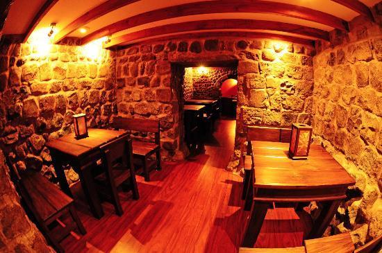 مانسيون سانتا إيزابيلا: Underground bar!
