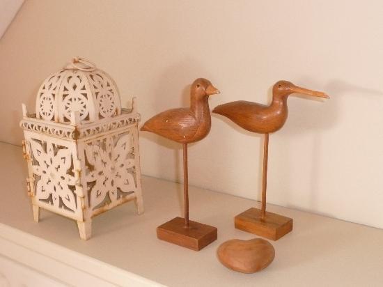 La Maison Rouge : Wooden Birds in the Bedroom