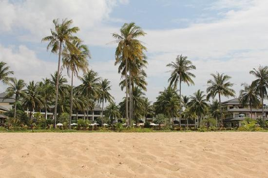Khaolak Orchid Beach Resort: The hotel from the Beach
