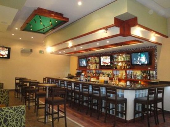 Senor Puck's Bar & Grill: Senor Puck's Inside