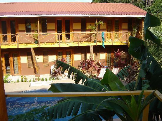 Samara Palm Lodge: La cour intérieure