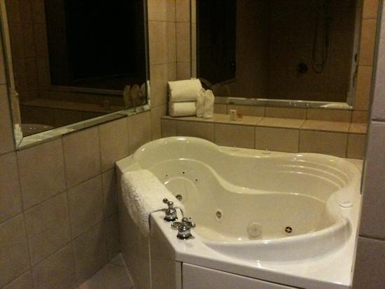 Hotel Chester: bath in deluxe room