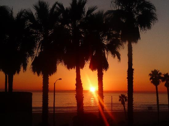 Huntington Beach, CA: beautiful sunsets