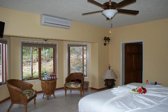 The Villas at Sunset Lane: Our room