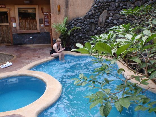 Mar de Jade Retreats Wellness Vacation : What a great hot tub and plunge pool!