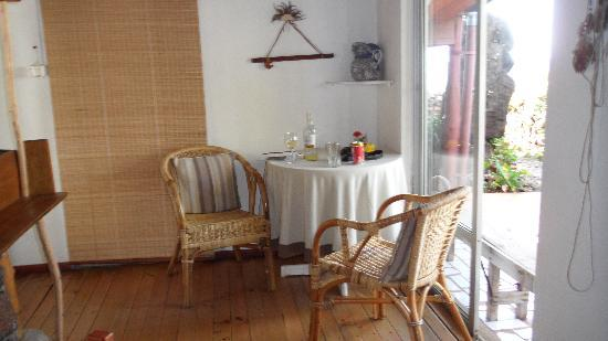 Te'ora: a little corner table for two