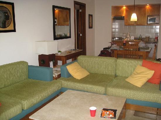 Mayan Palace at Vidanta Riviera Maya: Living room and kitchenette area