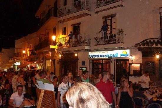 Hostal Miguel: Vue de notre balcon, le soir