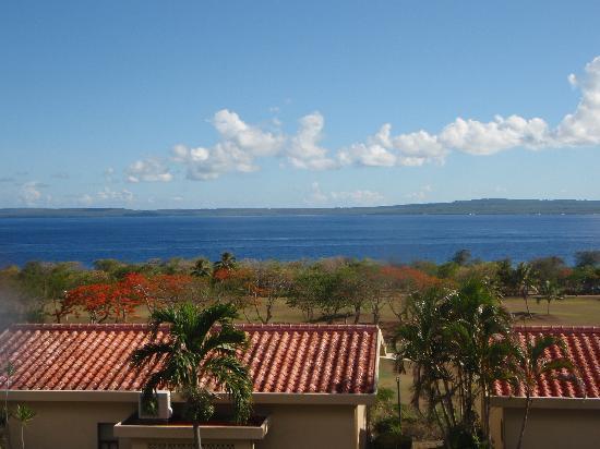 Coral Ocean Golf Resort : ベランダからの眺め テニアン島まで見えます