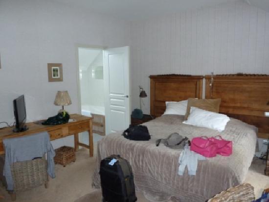 Hotel La Marine de Loire : untidy but nice